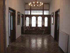 Piata Ovidiu, imobil D+P+1, 20 camere, renovata integral, curte libera 250